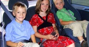 Niños en el asiento trasero: pesadilla al volante incluso con DVD portátil