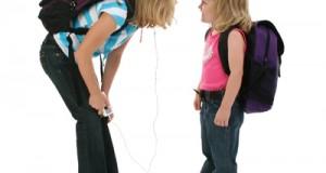 ¿Llevan los niños demasiado peso en las mochilas?